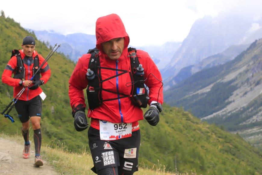 laurent daret dans une ascension lors de l'utra trail mont blanc 2018