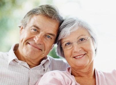 couple de senior beneficiant d'une aide financiere en Ehpad
